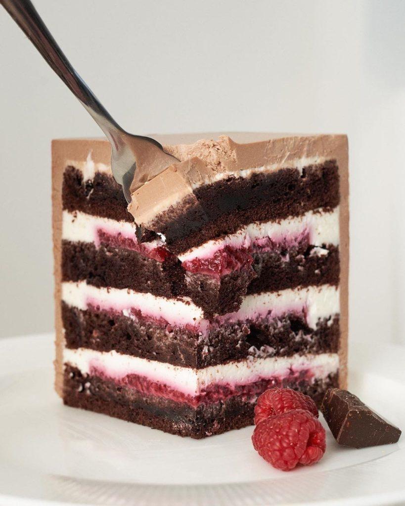 Как резать высокий торт - фото