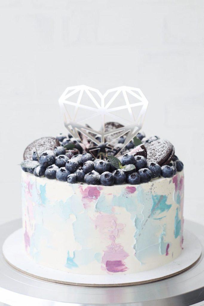 Как украсить торт печеньем - орео и голубика - фото