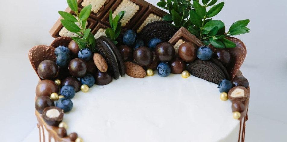 Как украсить торт печеньем - фото