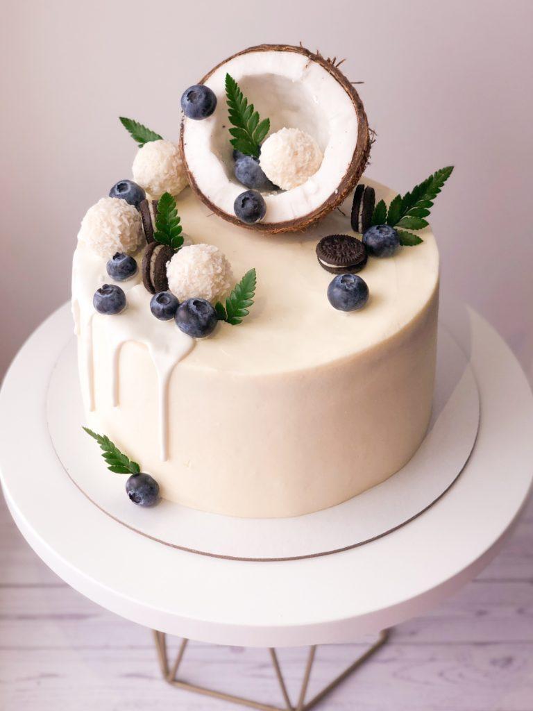 Как украсить торт шоколадками и конфетами - с кокосом - фото