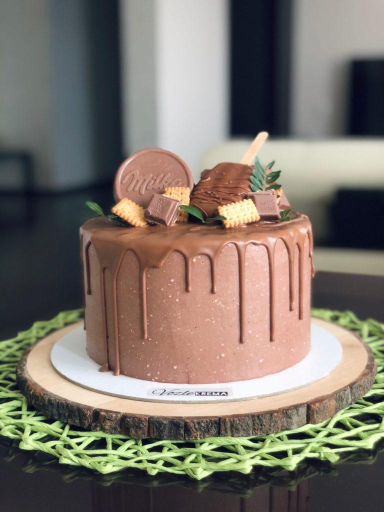 Как украсить торт шоколадками и конфетами - милка и эскимо - фото
