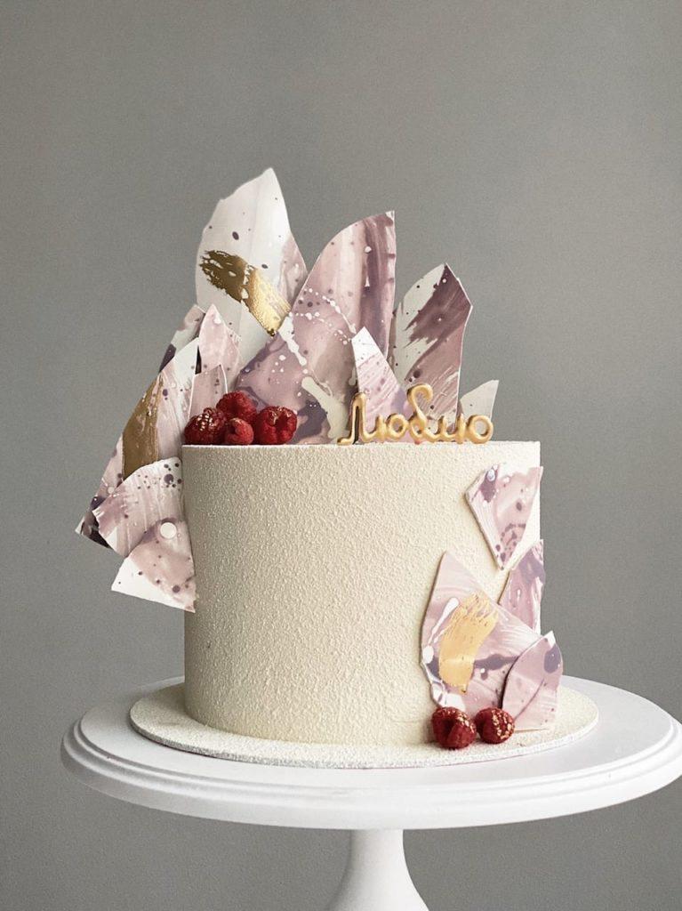 Шоколадные буквы и цифры для украшения торта - фото