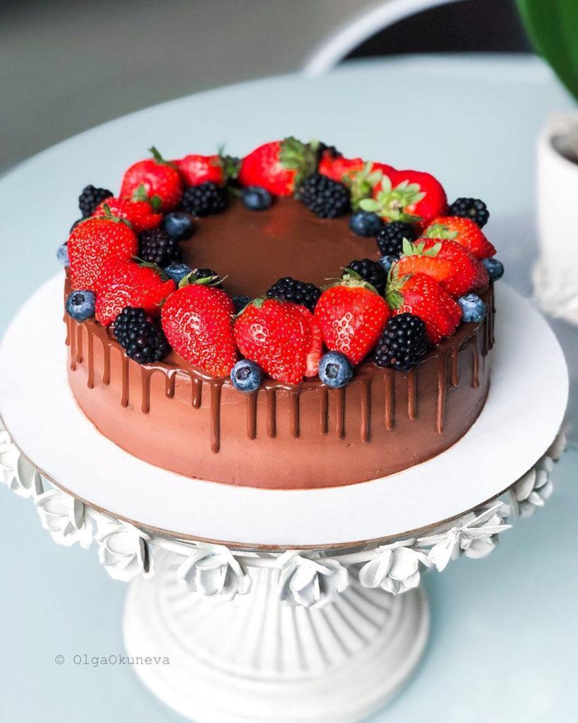 Как украсить торт ягодами - Ягодный венок - фото