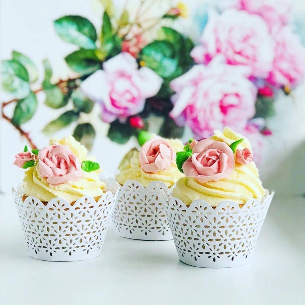 Как украсит десерт белково-заварным кремом - вариант 1 - фото