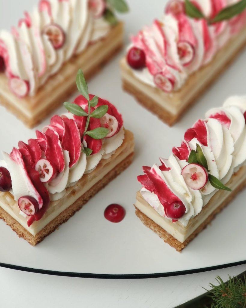 Как украсит десерт белково-заварным кремом - вариант 2 - фото