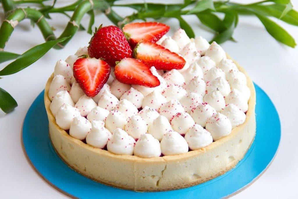 Как украсит десерт белково-заварным кремом - вариант 3 - фото